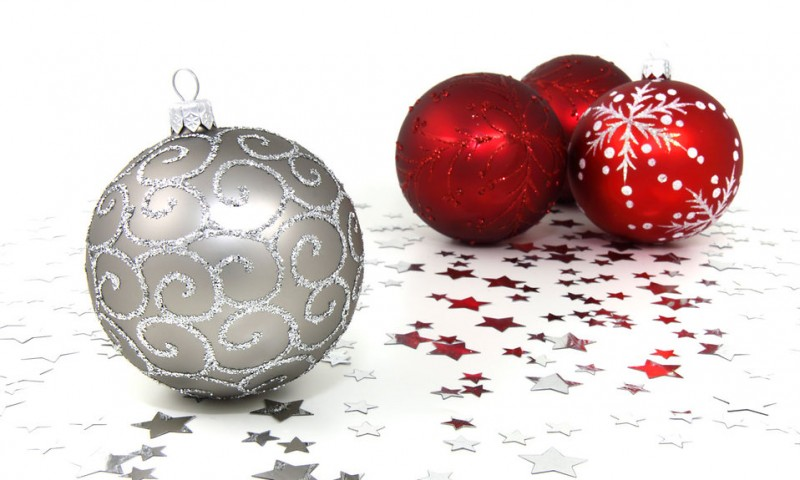 9130-red-and-silver-christmas-ornaments-with-silver-stars-on-a-white-floor-pv